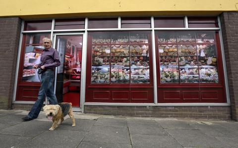Ζωγραφίζουν τα άδεια μαγαζιά για να μην πάθουν... κατάθλιψη οι G8