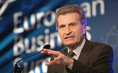Ετινγκερ: Δέκα δισ. ευρώ θα πάρει η Ελλάδα με το τρίτο πακέτο