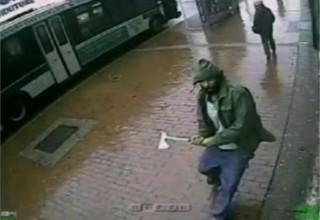 Ο τζιχαντιστής με το τσεκούρι σπέρνει τον πανικό στη Νέα Υόρκη