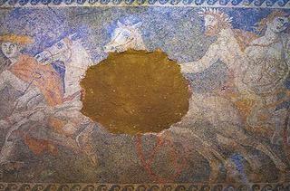 Ανθρώπινες παραστάσεις στα επιστύλια του τάφου της Αμφίπολης