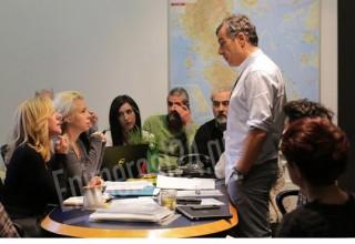 Ο Σταύρος φτιάχνει τις λίστες των υποψηφίων βουλευτών του (εικόνες)