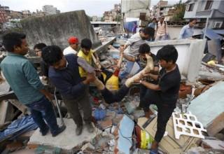 Σφοδρός σεισμός 7,9 Ρίχτερ σάρωσε το Νεπάλ - πάνω απο 450 νεκροί, εκατοντάδες τραυματίες