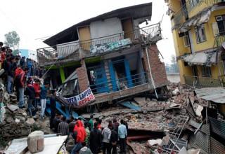Τραγωδία στο Νεπάλ: Ξεπερνούν τους 2.000 οι νεκροί