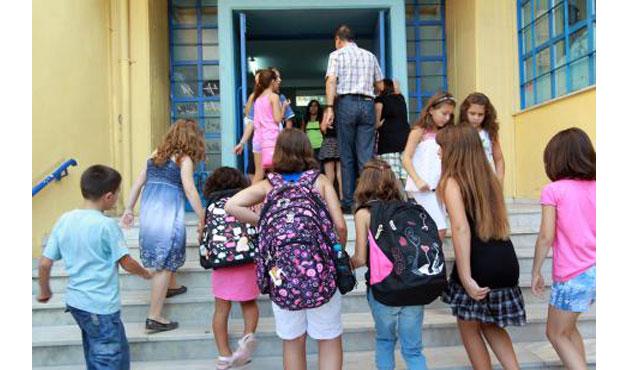 Επίδομα 300 ευρώ για γονείς με παιδιά σε δημοτικό - γυμνάσιο