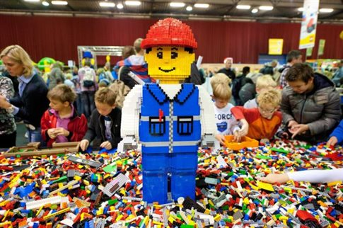 H LEGO κόβει τη διαφήμιση από την Daily Mail